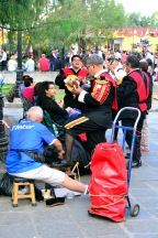 2 birds, 1 stone - Playing as part of the mariachi while having shoes shined - Coyoacan