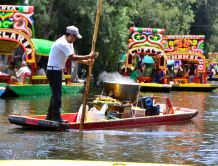 Selling food on route - Xochimilco